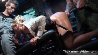 Sexo gratis porno Fetiche con jefa amargada a que le meten el dildo por el culo para relajarla.